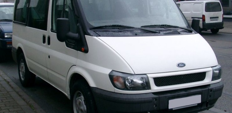 Ford_Transit_front_20071231