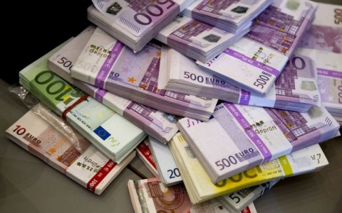 Money that the German customs agency Zoll seized during an anti-money laundering operation is displayed before the agency's annual statistics news conference at the finance ministry in Berlin March 16, 2012.   REUTERS/Thomas Peter (GERMANY  - Tags: BUSINESS)