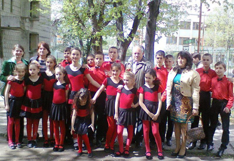 Echipa de dans de la Bustuchin