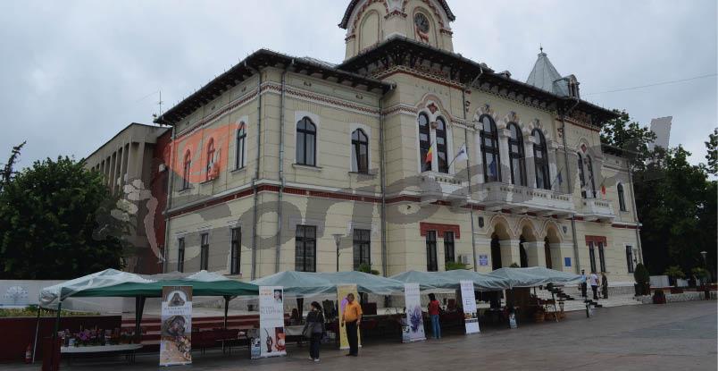 expo piata prefecturii 006