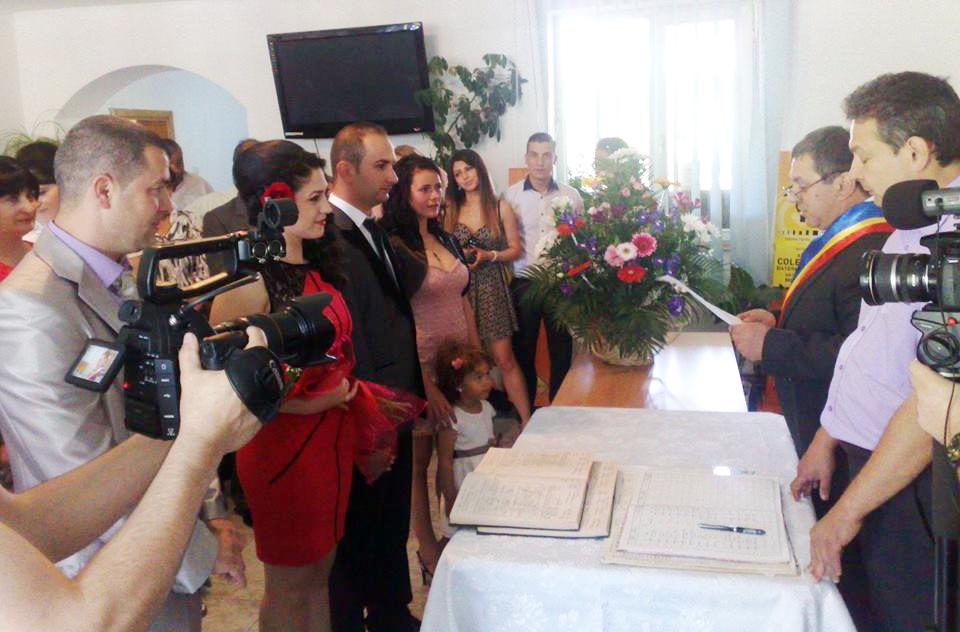 finii si nasii la casatoria civila oficiata de socrul mic
