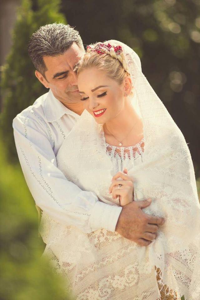 Nuntă în Straie Tradiţionale Pentru Cuplul Maria şi Marcel Toader